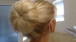 ♡ КРАСИВЫЙ ПУЧОК БЕЗ ШПИЛЕК ♡ How To: Quick Messy Bun ♥ Clip Hair Extensions(Follow me on Instagram: http://instagram.com/ladyblondaa Got questions? TALK to me on Vk http://vk.com/laady_blonda My Facebook: ..., 2013-07-21T17:15:25.000Z)