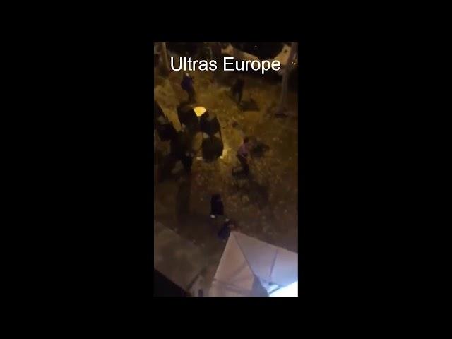 Una multitudinaria pelea entre radicales del Sevilla y del Betis se salda con veinticuatro detenidos