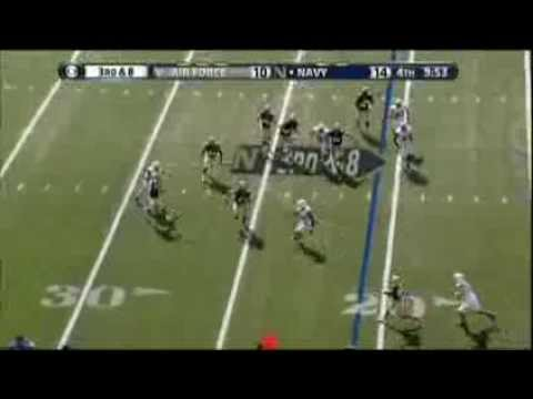 Keenan Reynolds scrambles and connects with Shawn Lynch for a huge 1st down