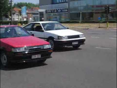 Toyota Corolla AE86 1987 2 portes  VS Toyota corol