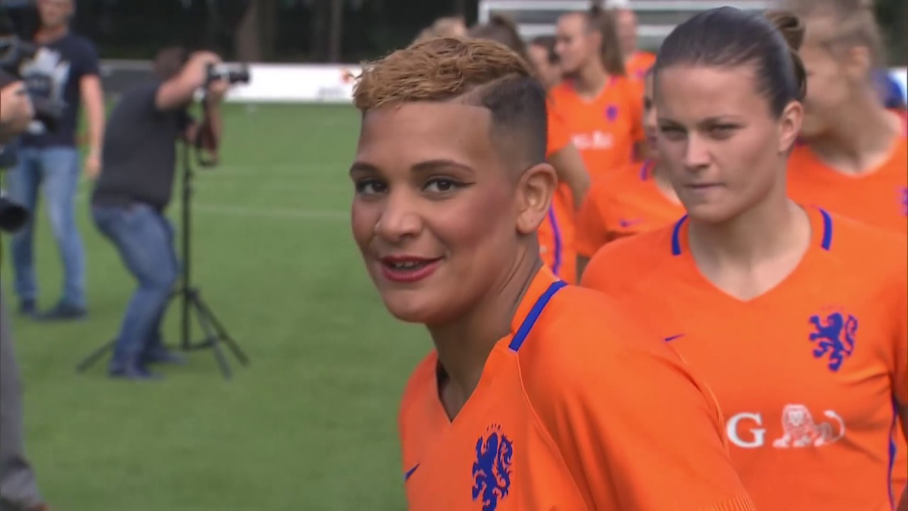 Voetbalsters van het Nederlands Elftal klaar voor EK - YouTube