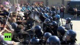 Столкновения участников антифашистского митинга с полицией в Болонье