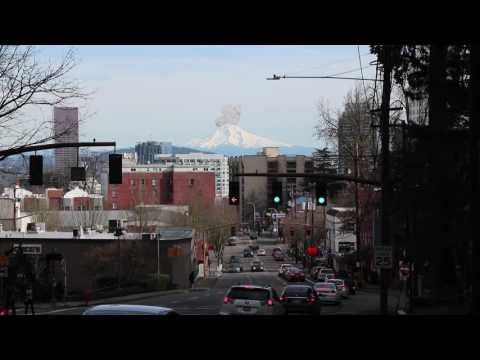 Mt Hood Eruption caught on camera from Portland