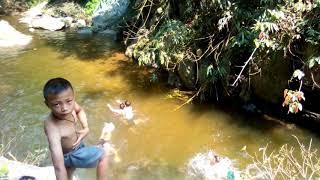 [phim ngắn] trẻ trâu đi tắm đánh nhau khủng khiếp..