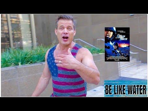 Casper Van Dien tells us why Starship Troopers is AMAZING!!!