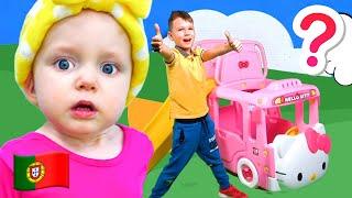 Vania e Mania brincam de faz de conta com profissões no museu infantil