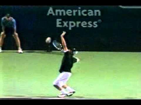 3 cách thả rơi đầu vợt khi giao bóng của Sampras, Roddick và Federer