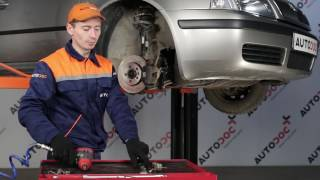 Ako a kedy meniť predné vpravo Vzpera stabilizátora SKODA OCTAVIA (1U2): video sprievodca