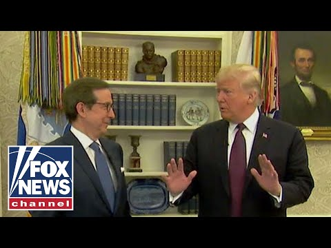 Trump gives Chris Wallace a tour of the Oval Office