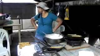 hilda rabidin  bakabana aan  het  bakken