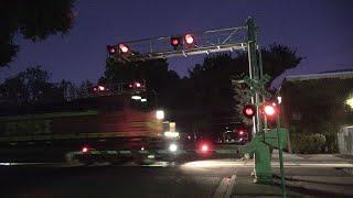 BNSF 5519 Baretable Train South, G St. Railroad Crossing, Sacramento CA