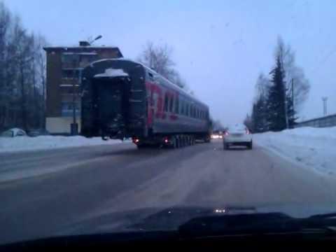 И тут неожиданно из за угла дома появился поезд    Not Vine