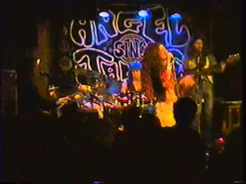 """Angel Forrest chante """"Cry Baby"""" aux Beaux Esprits le 02 dec.1994"""