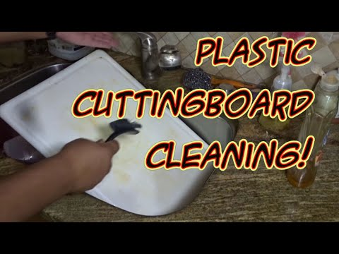 Easy Way to Deep Clean a Plastic Cutting Board