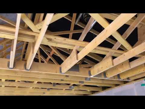 Visite de chantier Natilia à Gonfaron : l\'intérieur de la maison bois
