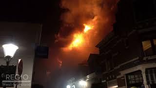 Zeer grote brand in Westerstraat zorgt voor veel rookontwikkeling