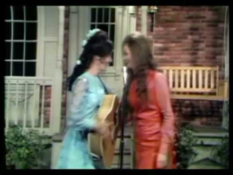Loretta Lynn & Jeannie C. Riley - Don't Come Home A-Drinkin'