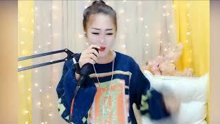 Download lagu 美女演唱《酒干倘卖无》沙哑的嗓音撕心裂肺