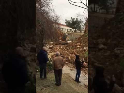 Η στιγμή της κατάρρευσης του ενετικού μνημείου στα Χανιά