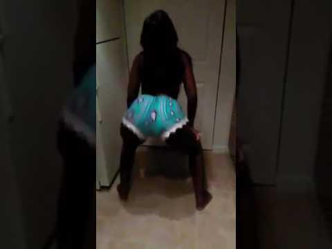 Thick ebony twerk