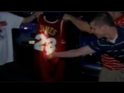 low priced b1d7d f5adc Fans Burn LeBron James Jersey 2018