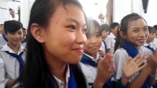 V Vj Vu: Thiếu nhi Thánh thể Gx Xuân Hòa mừng sinh nhật các đoàn sinh.