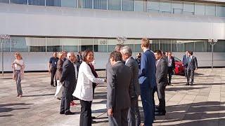 El rey y la ministra de Industria visitan la planta de PSA en Zaragoza
