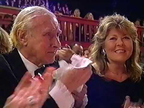 Spike Milligan receiving Lifetime Achievement Awards (The British Comedy Awards, 1994)