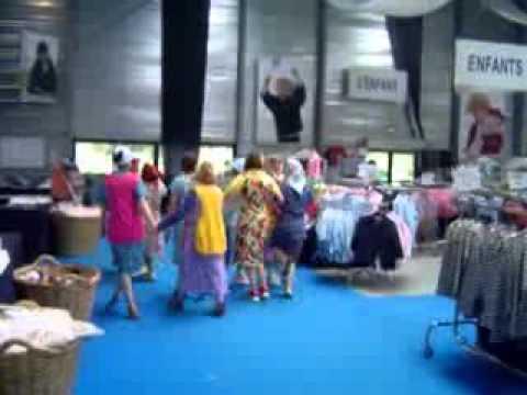 closer at clearance sale official photos armor lux fin de braderie d'ete 2010.flv - YouTube