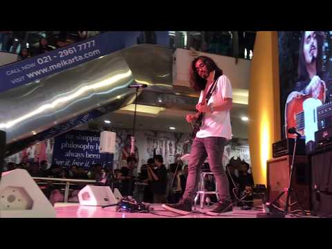 Mateus Asato Live @ Plaza Semanggi Jakarta - Don't Dream It's Over + Ibu Pertiwi