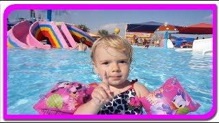 Anabella pe tobogane de apa. Vlog.  Distractie la Aqua Park  Anabella Show
