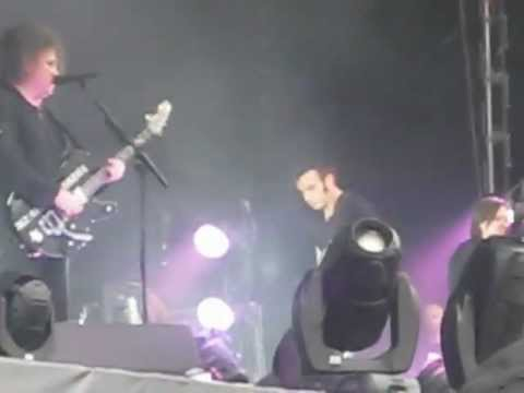 The Cure - The End Of The World (Live at MAXIDROM festival, Moscow, 11.06.2012)
