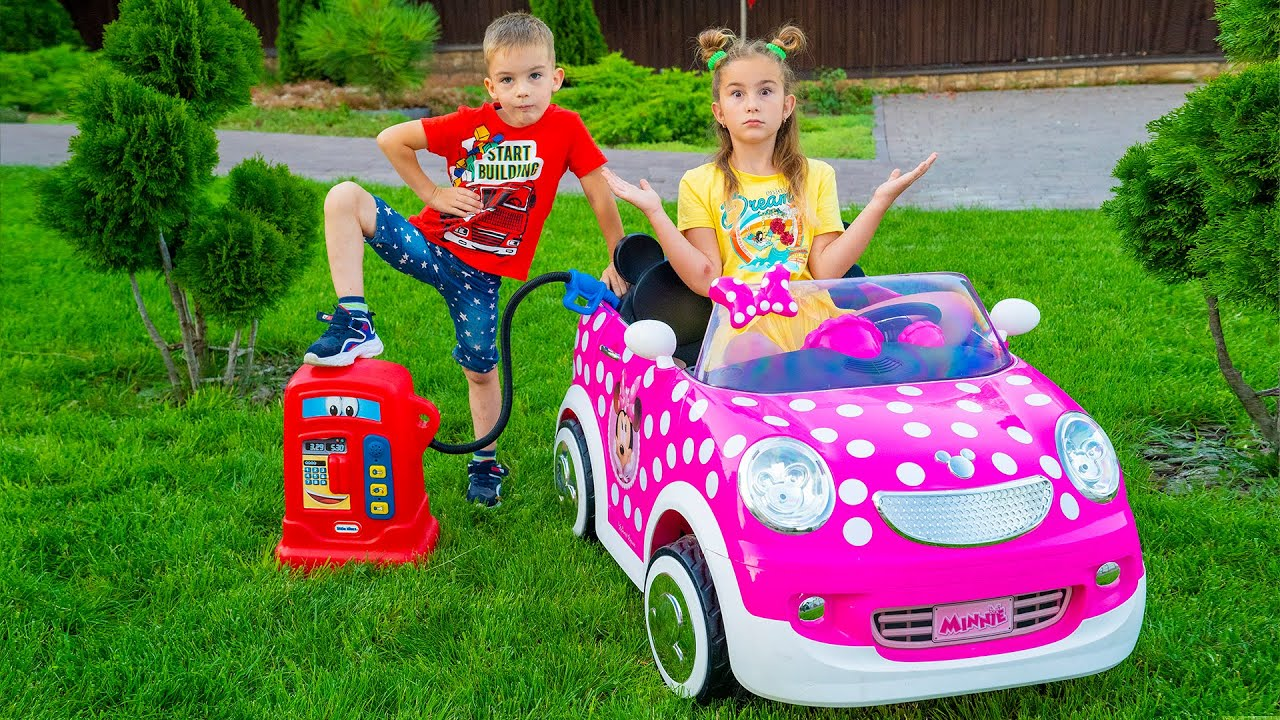 В машине кончился бензин! Мелисса и Артур играют с автомобилями для детей