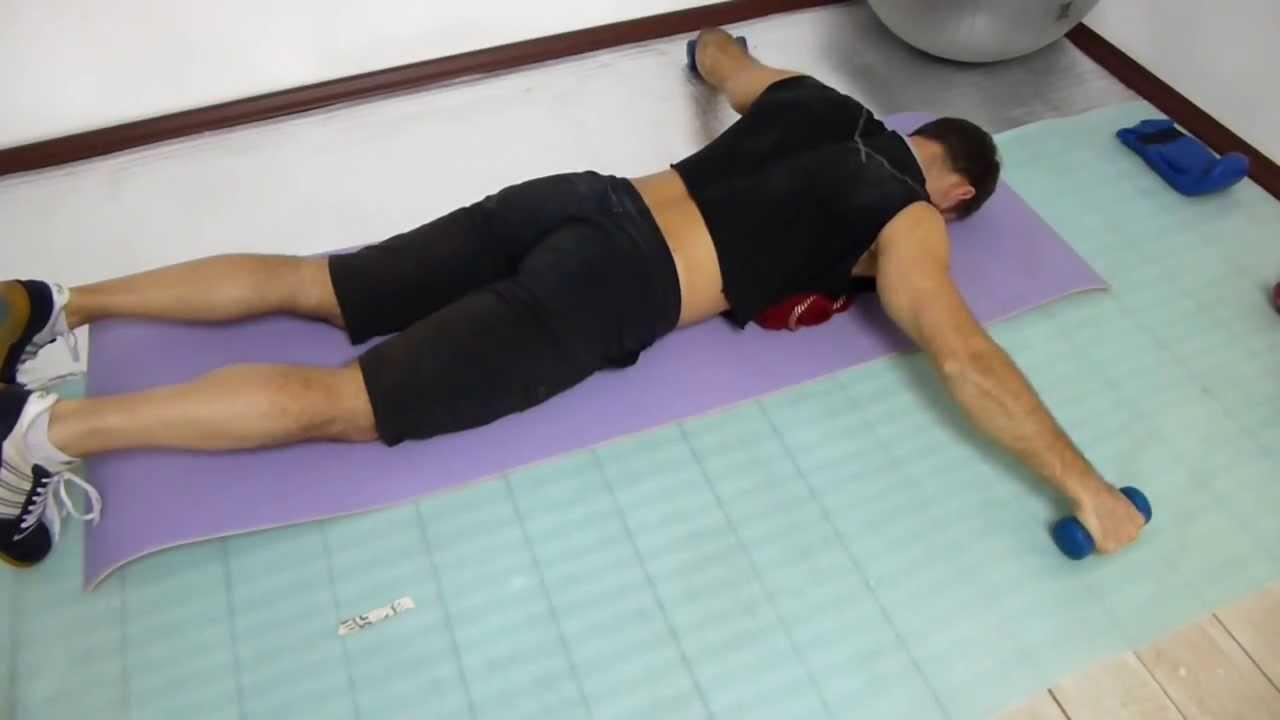Почему после родов болит спина и что делать