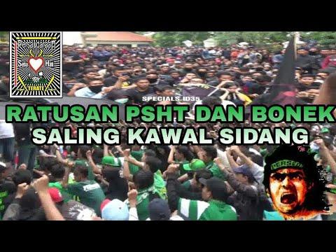 Saat Ratusan Bonek Dan PSHT Bertemu Di PN Jalan Arjuno Surabaya