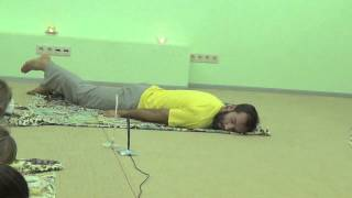 Укрепление мышц спины. Упражнения при болях в спине.(http://video-uroki.massage108.ru/ Внимание! Данные упражнения не выполняются во время обострения. При любых болезненных..., 2014-03-13T17:01:00.000Z)