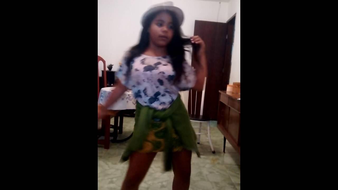 Garota de  11 anos dançando rihanna