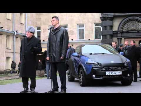 Бизнесмен Михаил прохоров подарил Ё-мобиль лидеру ЛДПР Владимиру Жириновскому