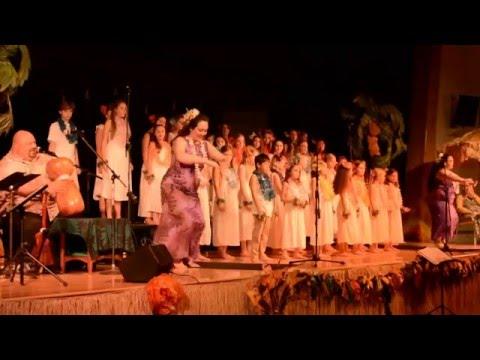 Kumu Liko Puha chants He Mele no Lilo with Bija Children's Choir 2016