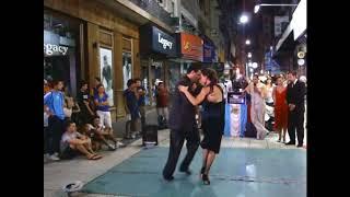 Аргентинское Танго на улице Ловаль, Буэнос - Айреса в 2010 году.