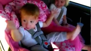 Beba se budi i igra Gangnam style (FUNNY VIDEO)