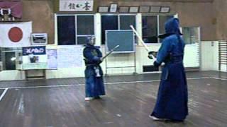 岩尾円明流剣道 - 岩尾先生と御手洗さんの稽古。宮崎戸神社養心館。
