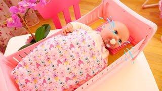 Déballage du lit pour poupon Baby born en français pour enfants