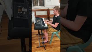 Jessica plays Pop Goes The Weasel