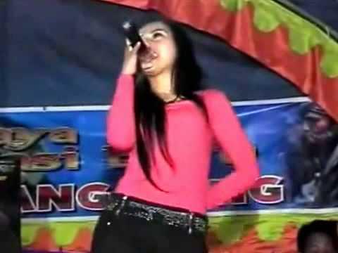 Dangdut Hot Goyangan biduan bikin ngaceng Desember 2015 thumbnail