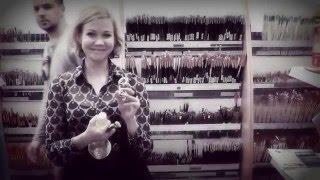 Съемка выбора материалов для живописи маслом в магазине для художников(Для книги