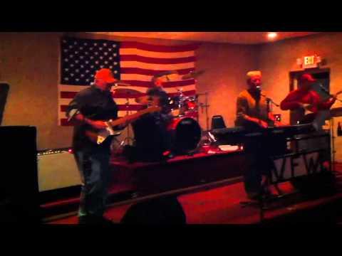 Mo betta band : VFW Hall 11/13/2010
