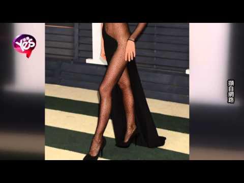 C罗前女友几近全裸 透视装参加奥斯卡派对