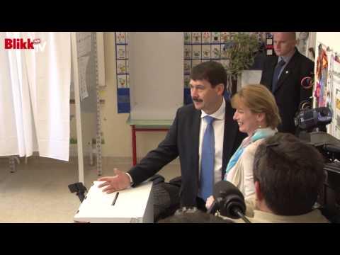 Feleségével szavazott Áder János