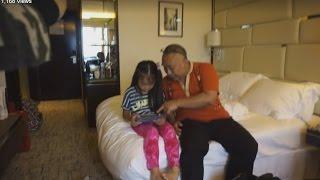 Meledek Gadis Jepang Kecil Di Kamar Hotel